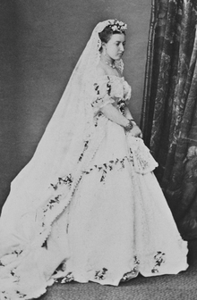 Princess_Helena_in_her_wedding_dress