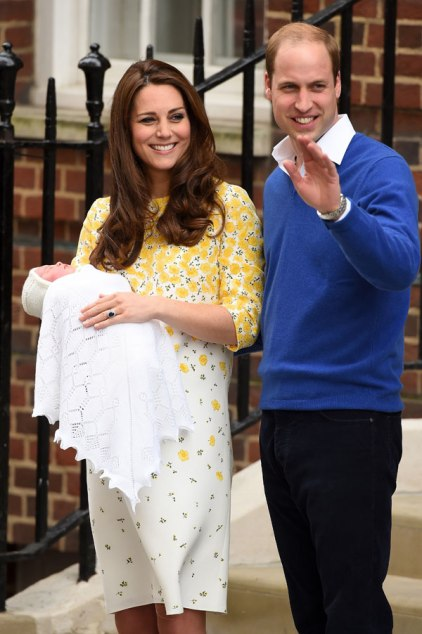 princess-charlotte-wardrobe-malfunction-leaving-hospital-ftr